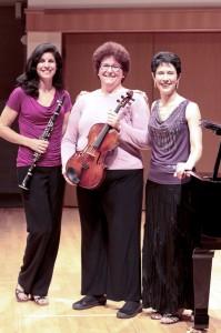 Elizabeth with Stephanie Zelnick, clarinet and Barbara Hamilton, viola
